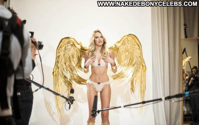 Candice Swanepoel Fashion Show Celebrity Fashion Babe Posing Hot