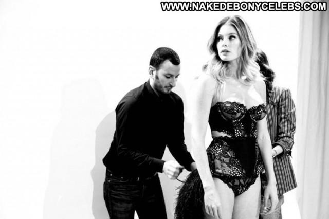 Doutzen Kroes Fashion Show Beautiful Celebrity Babe Fashion Posing