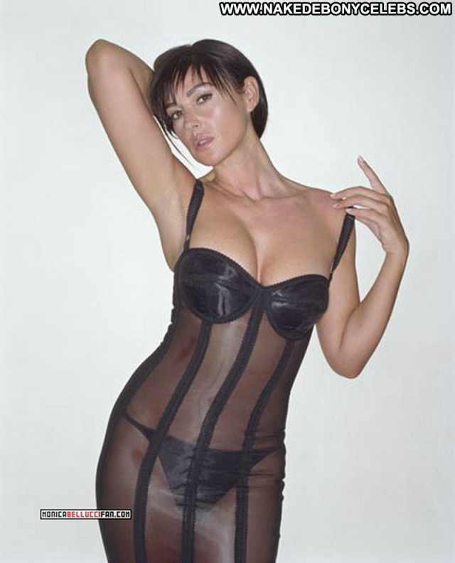 Monica Bellucci Vita Coi Figli Model Celebrity Babe Beautiful Posing