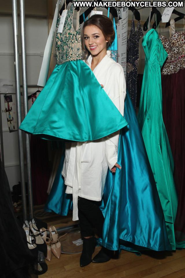 Nicole Scherzinger Beautiful Usa Babe Celebrity Office Posing Hot Sea
