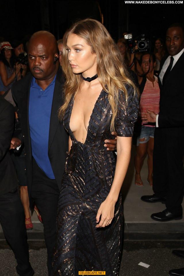 Gigi Hadid No Source Posing Hot Celebrity Awards Fashion Cleavage
