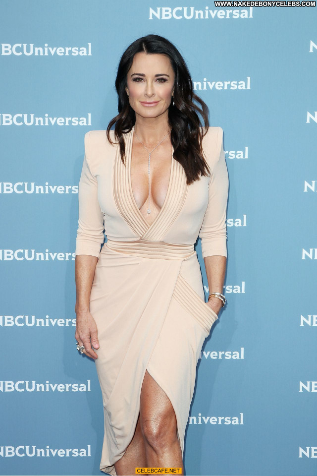 Kyle Richards No Source Celebrity Rich Cleavage Beautiful Babe Posing