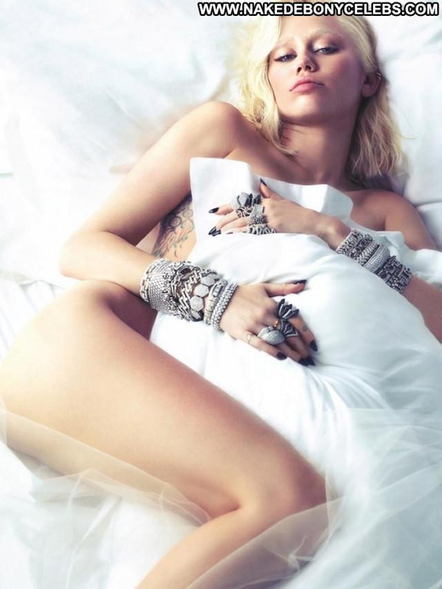 Miley Cyrus Love Magazine Babe Photo Shoot Big Tits Toples Blonde Bar