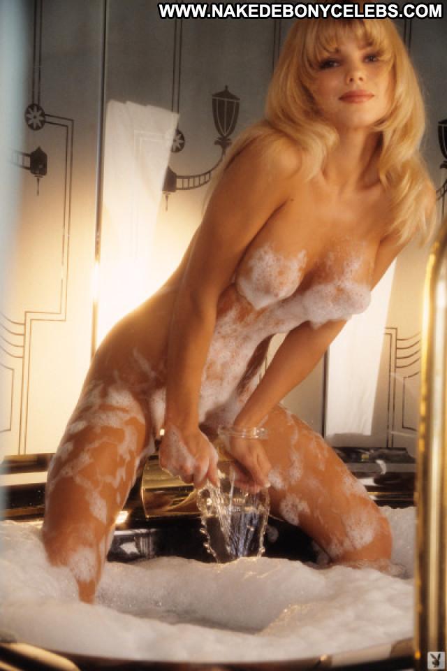 Donna D Errico No Source Celebrity Big Tits Boobs Tv Series Car Babe