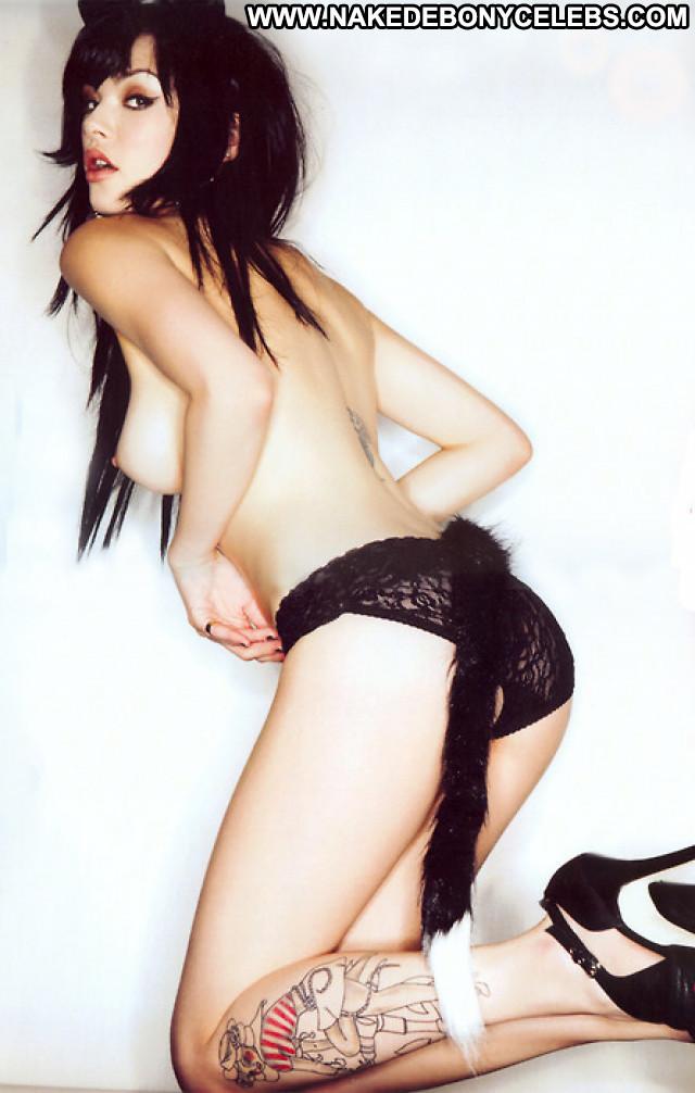 Vikki Blows No Source Posing Hot Nude Celebrity Babe Beautiful