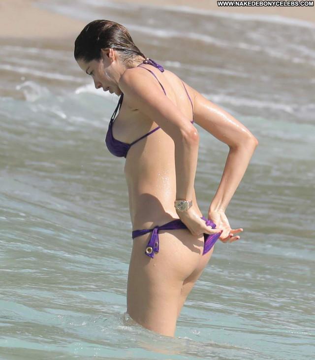 Aida Yespica Beautiful Babe Posing Hot Hot Celebrity Bikini Candid