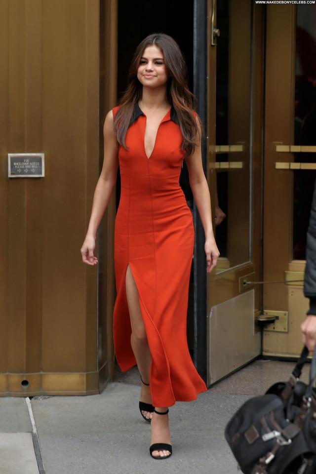 Selena Gomez New York Babe Twitter New York Pokies Orange Beautiful