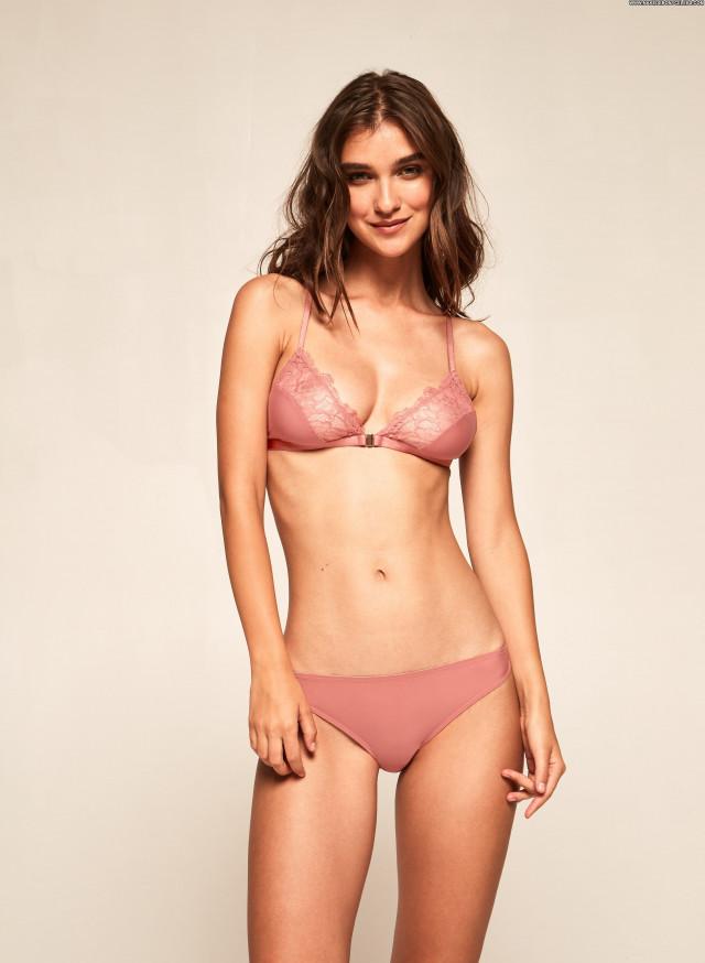 Alison Rapp Anna Nicole Car Topless Sex Bar Poland Photoshoot