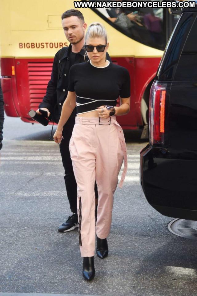 Fergie New York Posing Hot New York Beautiful Paparazzi Celebrity Babe