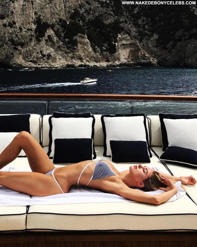 Natalie Jayne Roser No Source Bus Celebrity Big Tits Babe Winter Porn