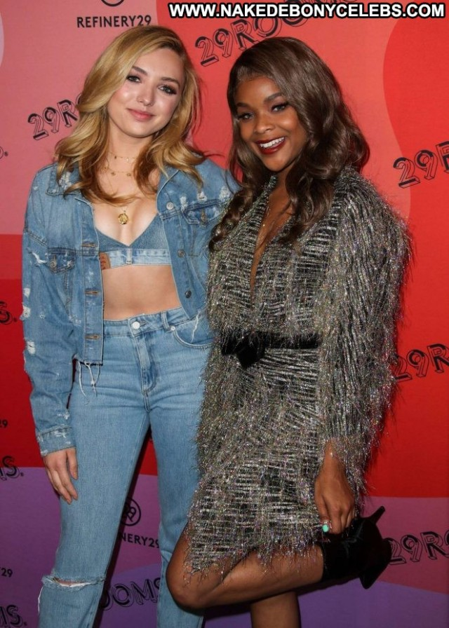 Peyton R List New York Party Posing Hot Beautiful Celebrity Paparazzi