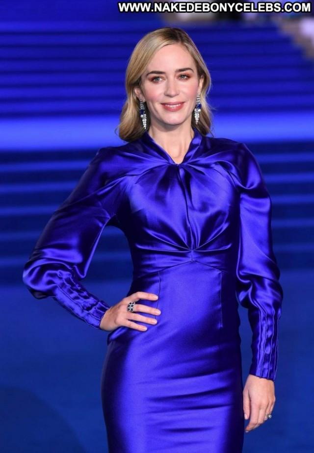 Emily Blunt No Source Posing Hot Celebrity Paparazzi London Beautiful