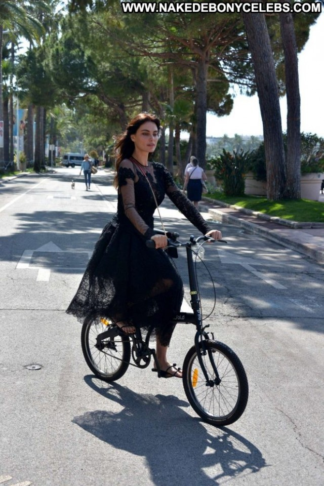 Catrinel Marlon No Source  Babe Paparazzi Celebrity Posing Hot Bike