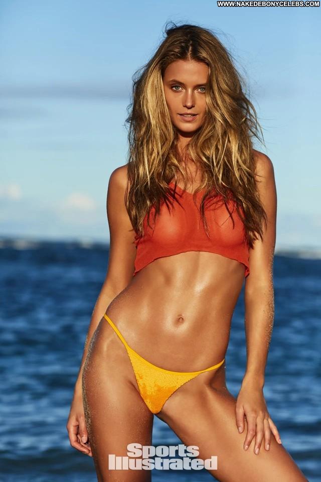 Samantha Hoopes Sports Illustrated Photoshoot Bar Sports Posing Hot