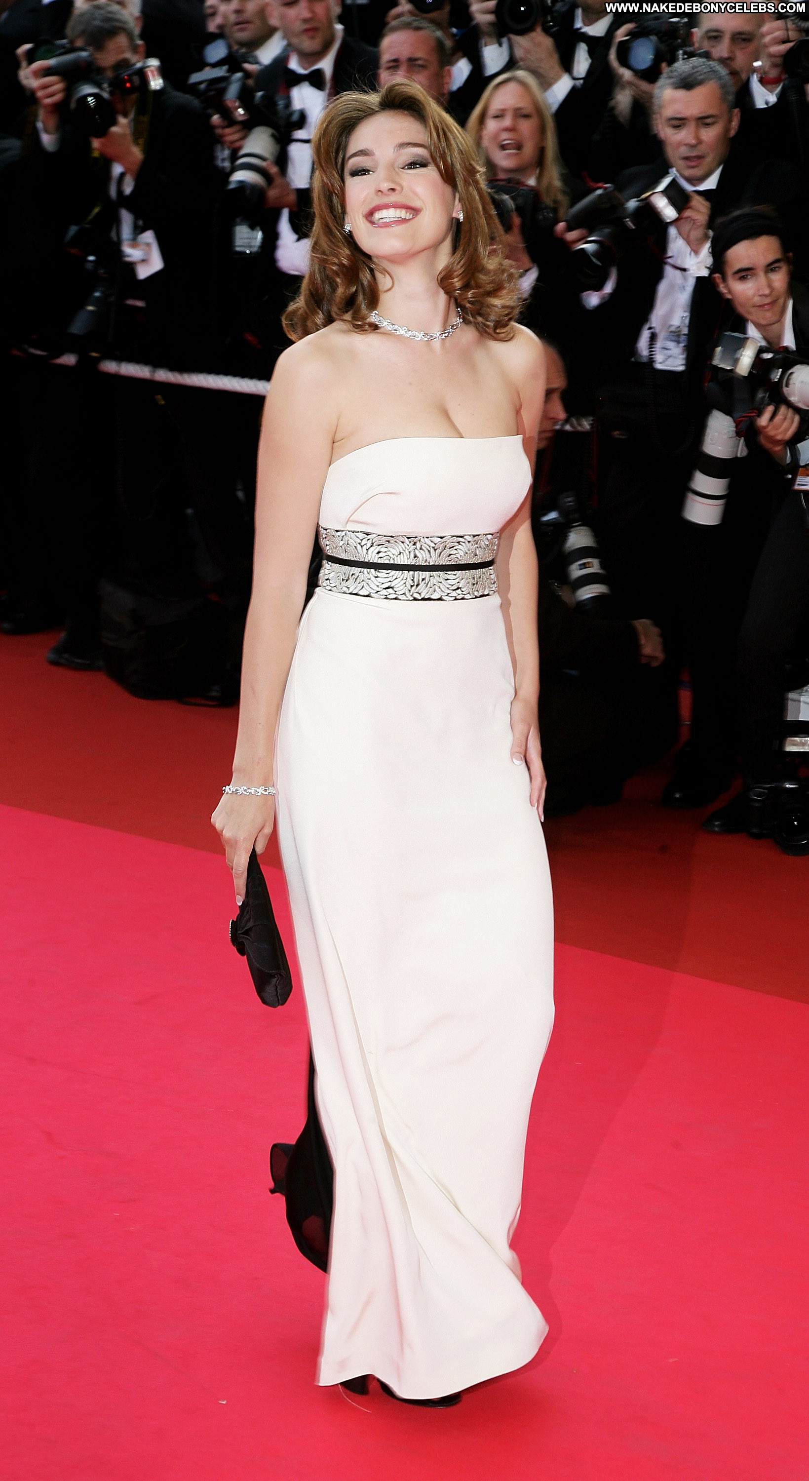 30 Most Captivating Cannes International Film Festival Looks Ever | Festival looks, Mexican
