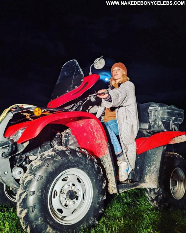 Sarah Gadon No Source Celebrity Beautiful Paparazzi Posing Hot Babe